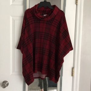 Coco and main poncho top
